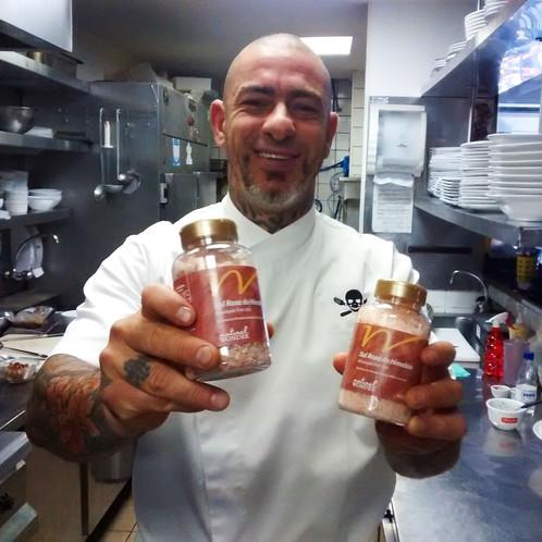 Henrique Fogaça ensina a fazer Mousse de Chocolate com Caramelo e Sal Rosa do Himalaia