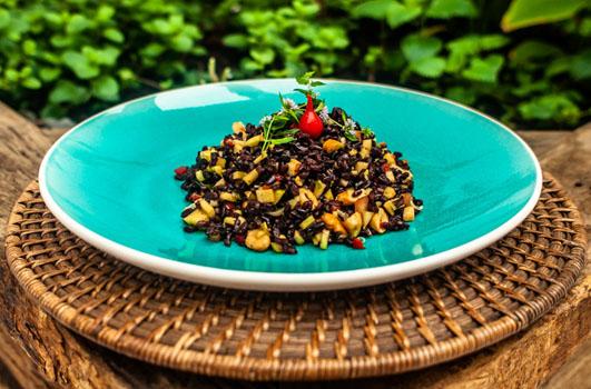 Receita saudável e nutritiva: Arroz Negro com Manga Verde