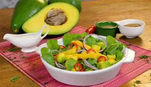 Abacate: o fruto democrático que não sai de moda e ainda oferece saúde