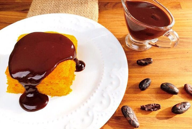 Bolo Fit de Cenoura com calda cremosa de Chocolate Light