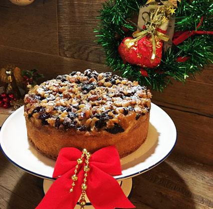 Chef Cecília Victorio sugere bolo com frutas caramelizadas para o Natal