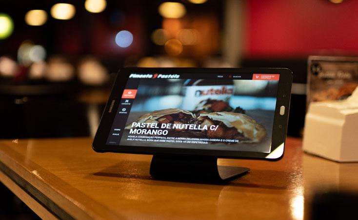 Cardápio digital cria experiência inovadora em bares e restaurantes