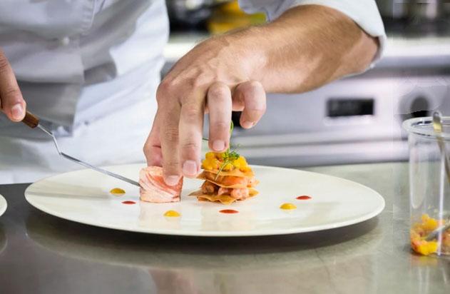 Chef Raissa Ramos é finalista em competição mundial de gastronomia