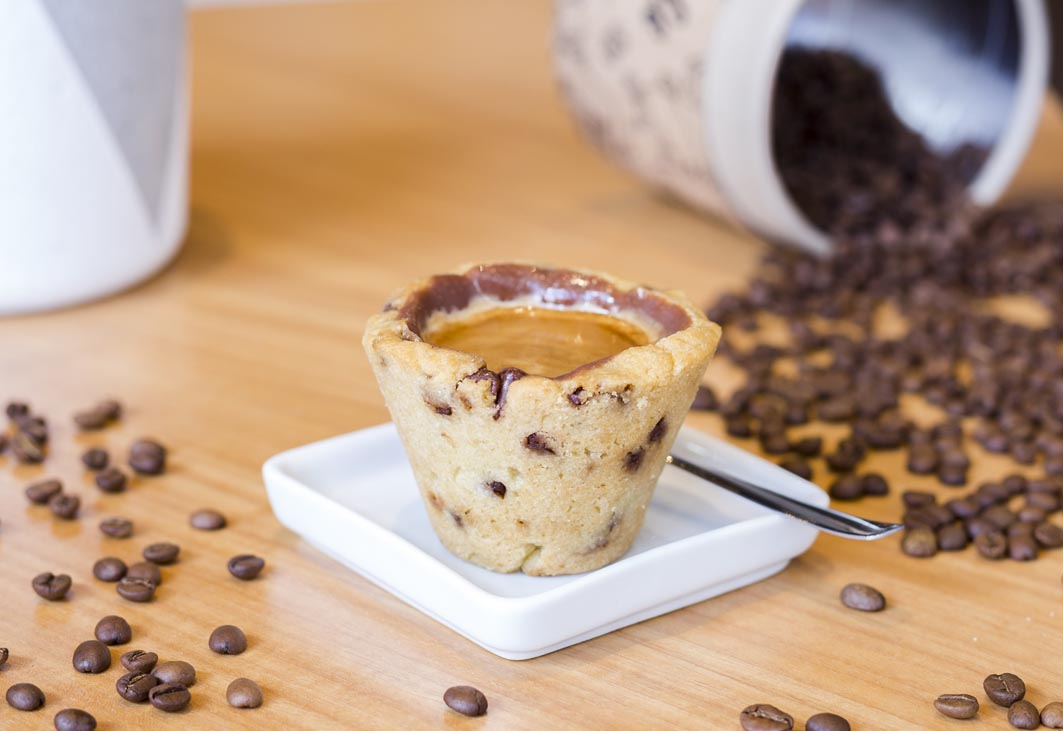 Empreendimento de Curitiba serve café em copos de cookie