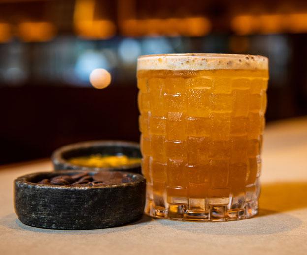 Bartender Vini Lopes cria drink com 1800 Tequila para os Pais