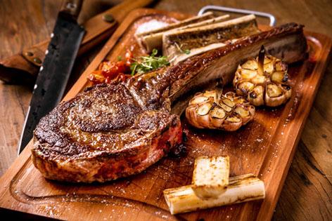 Le boucher traz carnes nobres à Dias Ferreira