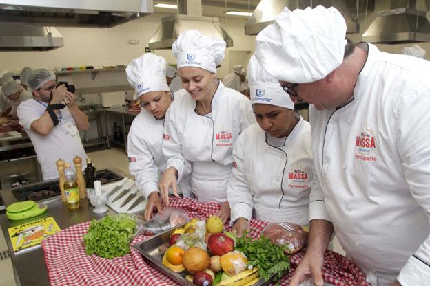 ´´Mão na Massa´´ transforma produtos da xepa em comida gourmet de boteco