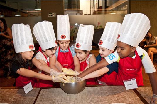 Pequenos Chefs: projeto do grupo Rubaiyat promove aulas de culinária para as crianças