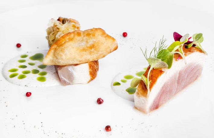 Chef de restaurante três estrelas Michelin cozinha no Four Seasons Hot